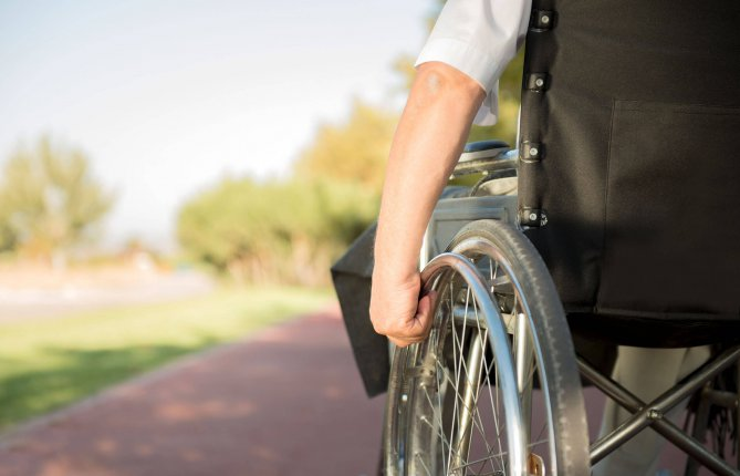 Favoriser la récupération de la marche en diminuant la présence de douleur