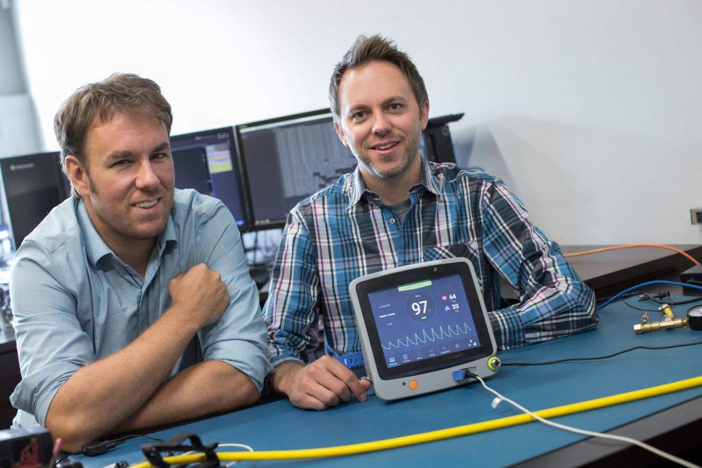Alexis Bilodeau et Christian Thiffault, diplômés au baccalauréat et à la maîtrise en génie électrique