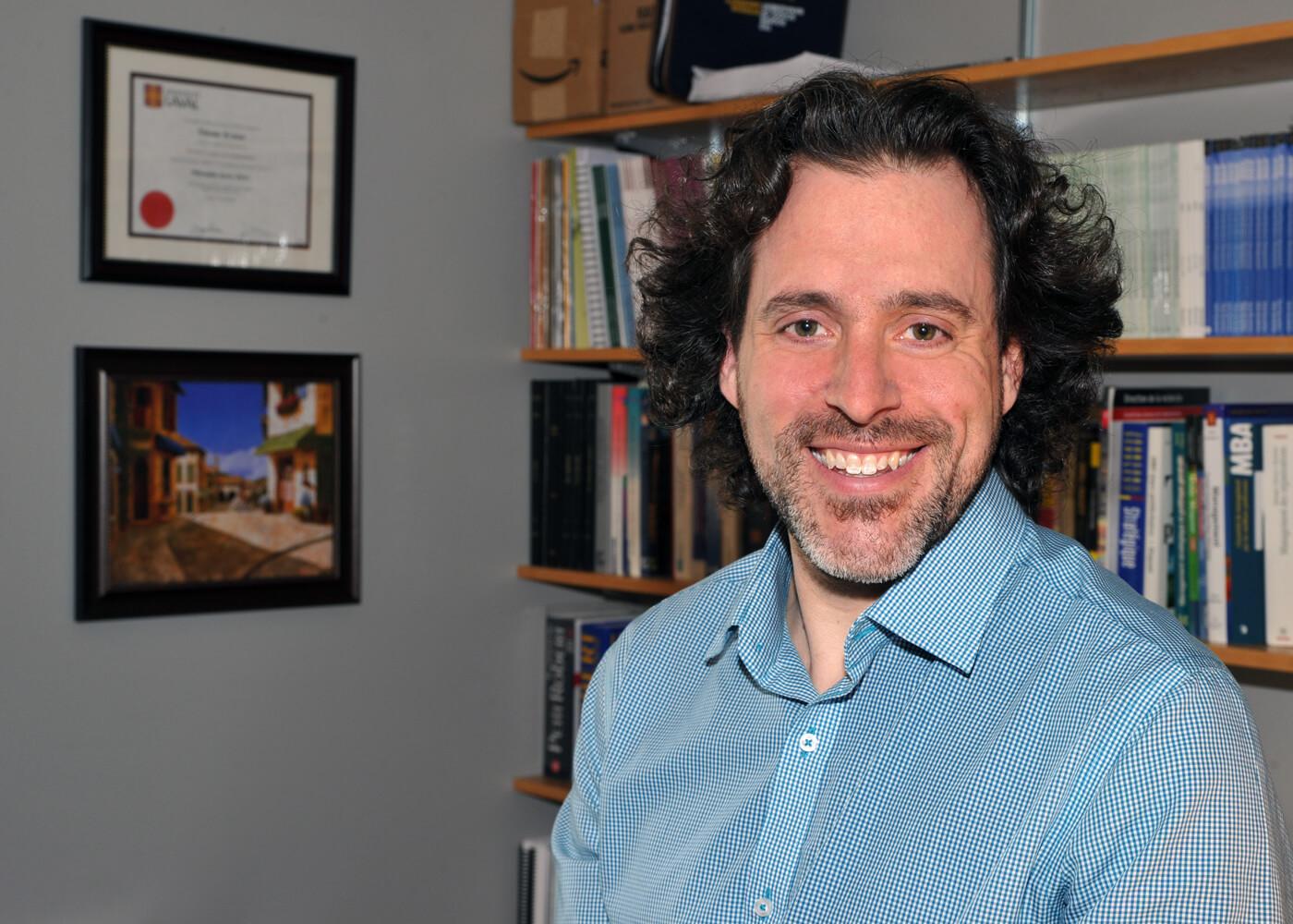 Étienne St-Jean, professeur au Département de management et titulaire de la Chaire de recherche UQTR sur la carrière entrepreneuriale