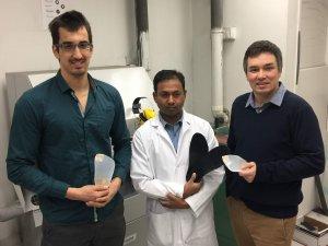 Le podiatre et doctorant en sciences biomédicales Gabriel Moisan (à gauche), en compagnie de l'orthésiste Logananda Boodadoo (au centre) et du professeur Vincent Cantin (sciences de l'activité physique).