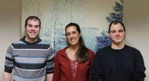 Louis Desrochers (doctorant), Irene Torrecilla Roca (postdoctorante) et Matteo Giacomazzo (doctorant), étudiants en sciences de l'environnement à l'UQTR.