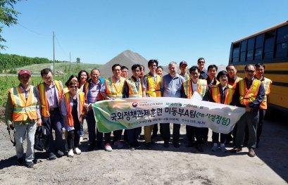 Le professeur Simon Barnabé rencontre une délégation de la Corée du Sud