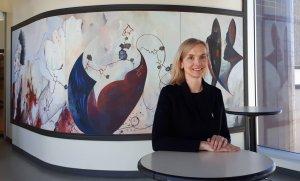 Louise Duchesne, professeure au Département d'orthophonie de l'UQTR et directrice de l'équipe de recherche en émergence du FRQSC sur la surdité et la communication.