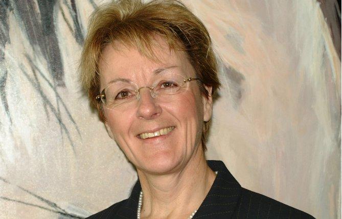 Claire V. de la Durantaye, première femme rectrice de l'UQTR, reçoit un doctorat honoris causa