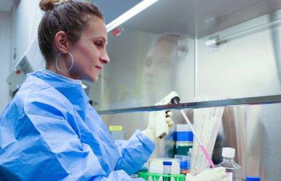 Lutte contre le VIH: des patients résistants fournissent une nouvelle clé moléculaire