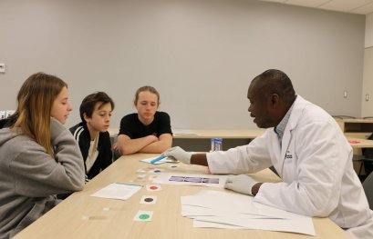 Nos doctorants rendent la recherche accessible aux plus jeunes