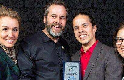 Jean-Simon Roy reçoit le prix Jeune employé professionnel de l'année de la Jeune chambre de commerce de Drummond