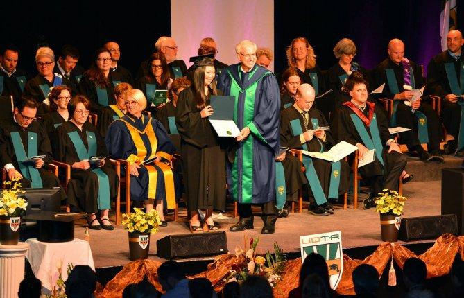 Pour ses 50 ans, l'UQTR remet 4 doctorats honoris causa lors de la collation des grades