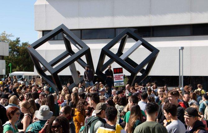 Plusieurs centaines de personnes à la marche pour le climat