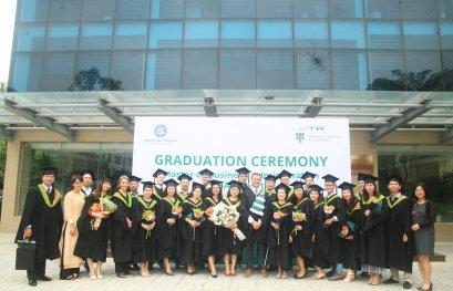 Vingt-six nouveaux diplômés du MBA UQTR à Hanoï