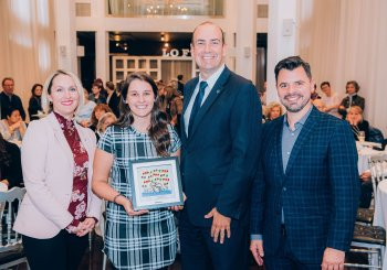 Maréva Savary, diplômée en orthophonie de l'UQTR, a reçu un prix Cardozo-Coderre