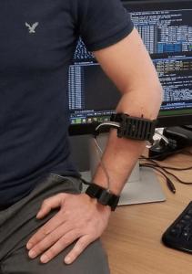 bracelet-vibrant-generateur-illusions-mouvements