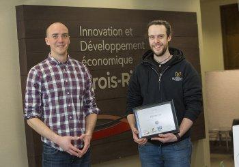 Des étudiants de l'UQTR reçoivent une bourse entrepreneuriale