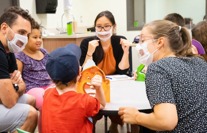 Aider les enfants à mieux communiquer: des étudiantes en orthophonie vivent un stage enrichissant