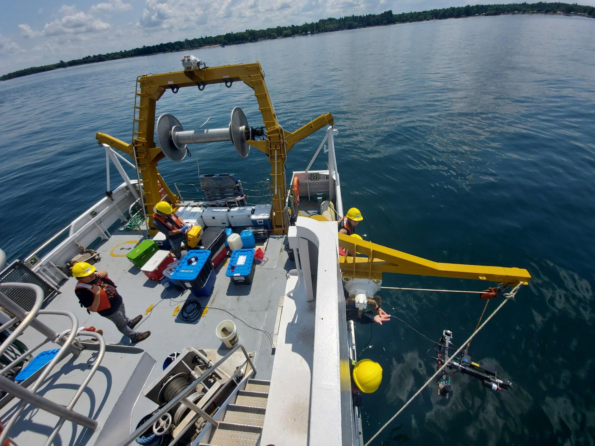 Mission du navire de recherche Lampsilis: des scientifiques recueillent de nouvelles données sur le fleuve Saint-Laurent